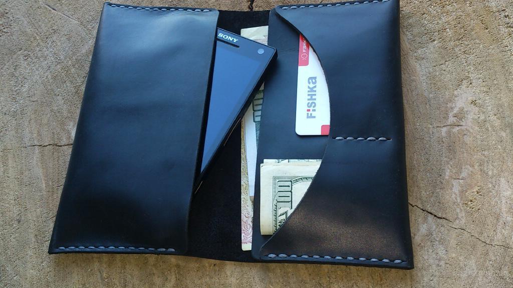 Чехол-портмоне для смартфона.