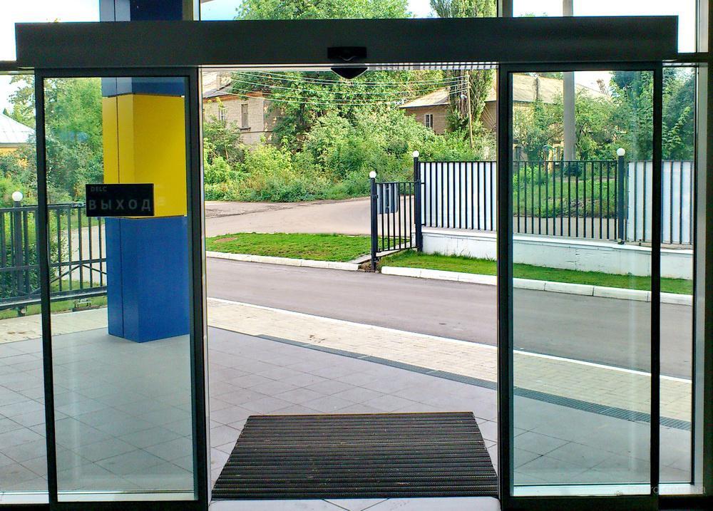 Автоматические двери в маршрутке