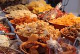 Сухофрукты, орехи и семечки, мед, зернобобовые, цельнозкрновая мука.
