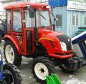 Мини-трактор Dongfeng-244C (Донгфенг-244C) с кабиной красный
