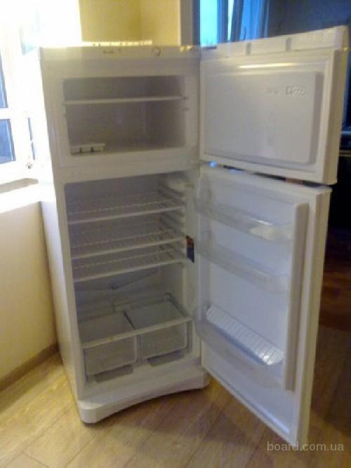 Холодильник (не дорого)
