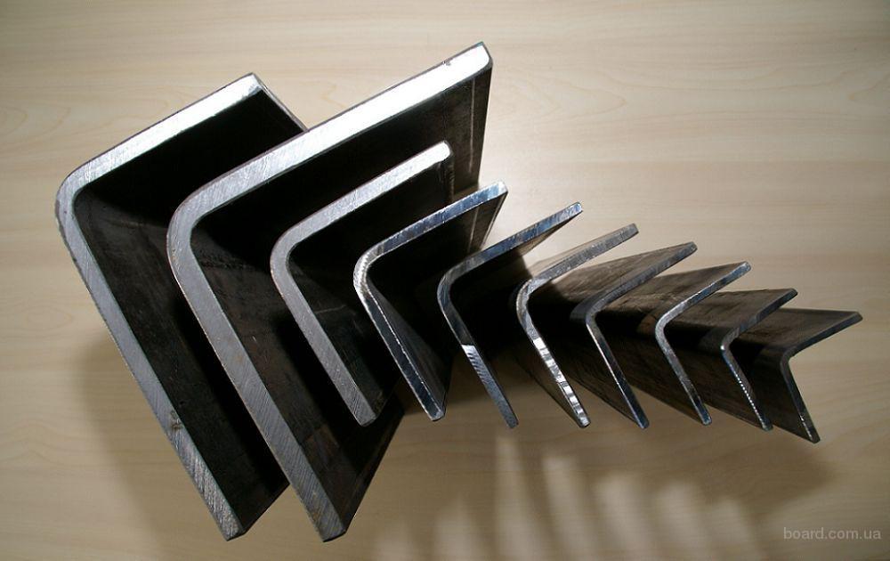 Алюминиевый уголок АД31, АД0, АМГ5, Д16Т 20х20х1,5